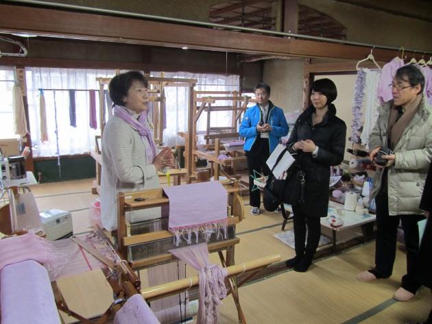山ぶどうで染めた糸を手織りで編む「山ぶどう染織うられ織り」を紹介―糸ばた工房(岩泉)